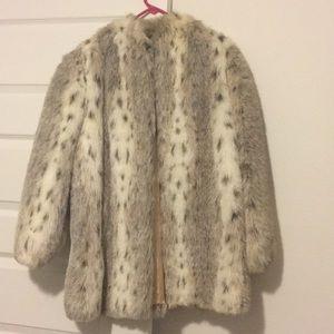 Faux fur worn light color